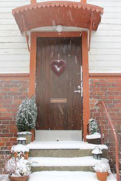 SNOW; the best Decoration ever at Christmas!  http://marihilja.blogspot.fi/2012/12/joulukalenterin-ensimmainen-luukku.html