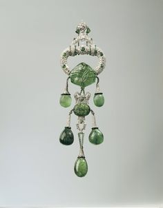 ART DECO EMERALDS & DIAMONDS Shoulder Ornament MARJORIE MERRIWEATHER POST Gi-NORMOUS