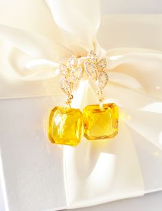 This fabulous pair of earrings is inspired by Autumn sunshine and falling yellow leaves. These earrings absorb every little sunbeam and shimmer the reflections Citrine Earrings, Wire Earrings, Gemstone Jewelry, Pearl Earrings, My Birthstone, Birthstones, Falling In Love, Topaz, Perfume Bottles