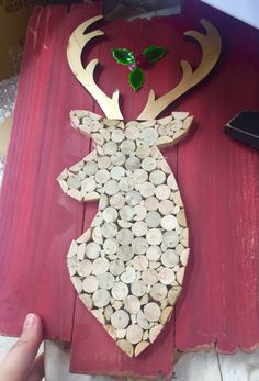 Could make this Christmas decoration with cork