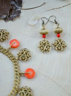 Chainmaille jewelry set, coral coins necklace, Mother's Day gift, Ethnic Boho style beads, coral wedding, brass Wire flowers