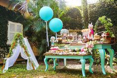 You need to see this party. Combining boho elements with a stunning woodland theme, this Boho Woodland Camping Party at Kara's Party Ideas is a must see! Woodlands Camping, Owl Parties, Forest Party, A Little Party, Camping Parties, Woodland Theme, Ideas Para Fiestas, Boho, Camping Hacks
