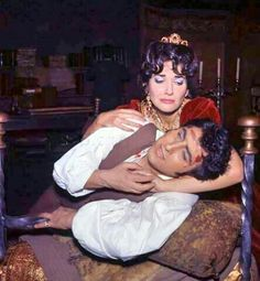 "Maria Callas e Renato Cioni na ópera ""Tosca"" de Puccini. Londres, 1964."