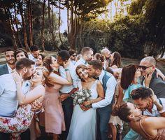 Embrassez vous ! Photo originale de groupe ;) Photos Originales, French Photographers, Bridesmaid Dresses, Wedding Dresses, Wedding Day, Instagram, Fashion, Group, Dress Wedding