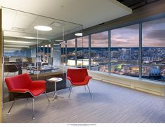 Sick of fluorescent lighting in dark and cramped spaces? JLL's Center City high-rise commercial building has breathtaking views overlooking historic Philadelphia.