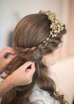 perfect vintage style wedding hairstyle; Bibiana Fierro via Vogue