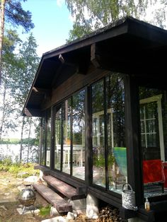 Sun room in cabin. Black House Exterior, Gazebo, Pergola, Dark Trim, Summer Cabins, Cottage Plan, House Painting, My House, House Plans