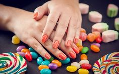 Tendência candy color é aposta em esmaltes para aprimavera-verão