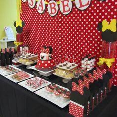 Minnie birthday party decor table
