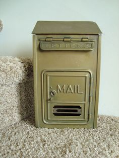 Guests can fill out postcards for the new Mr. and Mrs. and place them in this awesome vintage mailbox. YEAH!
