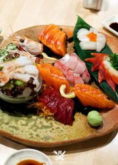 Assorted sashimi... OMG, I could literally inhale this in 3 secs :) Sushi Recipes, Seafood Recipes, Asian Recipes, Healthy Recipes, Sashimi Sushi, Sushi Platter, Japanese Sushi, Tapas, Food Plating