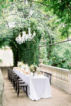 Intimate and elegant wedding inspired by Tuscan architecture at the Savoia Castle - we just love the greenery corridor and sophisticated touches of the chandeliers. Enchanted Forest Wedding, Destination Wedding Locations, Rustic Gardens, Wedding Table Settings, Elegant Wedding, Glamorous Wedding, Rustic Wedding, Garden Wedding, Fall Wedding