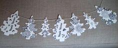 Girlanda+se+stromečky+vánoční+Krásná+a+něžná+vánoční+dekorace+na+okno,+dveře+nebo+zeď+s+nápisem+Veselé+Vánoce.+Velikost+stromečků+je+6,5+x+10+cm+a+11+x+7,2+cm.+Vyrobeno+z+pevného+kvalitního+kartonu+gramáž+220+gsm+v+barvě+smetanové.