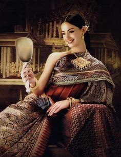 Pleats were part of traditional Thai dress--ayutthaya period (1500's--1700's)