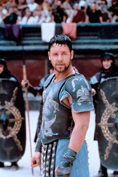 Maximus Decimus Meridius - Russell Crowe in Gladiator set in AD 180 Gladiator Film, Russell Crowe Gladiator, Kino Film, Viking Warrior, Famous Movies, It Movie Cast, Por Tv, Movie Costumes, Gladiator 2000