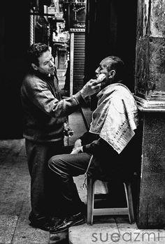 street barber old cairo egypt أيه آخر الأخبار ياسطى .. ويبدأ الحلاق بسرد ملخص مطول عن كل شيء..