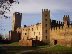 Castello di San Zeno a Montagnana. 45°14′00″N 11°27′00″E