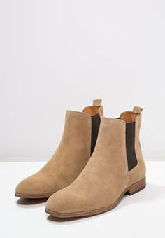 Bottines Zign Bottines - beige beige: € chez Zalando (au Livraison et retours gratuits et service client gratuit au 0800 915 Mens Ankle Boots, Mens Shoes Boots, Suede Boots, Beige Chelsea Boots, Botas Chelsea, Look Fashion, Fashion Boots, Best Shoes For Men, Dress With Boots