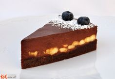 Date, Hazelnut & Almond Crust Bananas (or Raspberries) Chocolate-Date Cream