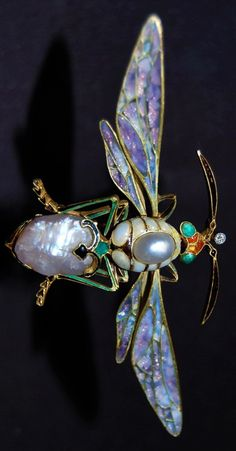 Jewelled insect from the Boston Museum of Fine Arts, 2008 exhibition at the Torf Gallery 'Imperishable Beauty: Art Nouveau Jewelry' Bee Jewelry, Dragonfly Jewelry, Insect Jewelry, Emerald Jewelry, Animal Jewelry, Sea Glass Jewelry, Jewelry Art, Vintage Jewelry, Fashion Jewelry