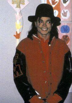 Remember: Michael Jackson au Capital Children's Museum de Washington, le 4 avril 1990 - On Michael Jackson's footsteps Michael Jackson Wallpaper, Michael Jackson Bad Era, Music Genius, King Of Music, Jackson Family, The Jacksons, Beautiful Smile, Rare Pictures, My King