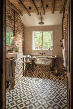 85 Modern Farmhouse Bathroom Design Ideas Source by Modern Farmhouse Bathroom, Farmhouse Ideas, Design Case, Beautiful Bathrooms, Bathroom Inspiration, Bathroom Ideas, Bathroom Renovations, Bathroom Interior, Brick Bathroom