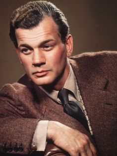 Joseph Cheshire Cotten, Jr. (May 15, 1905 – February 6, 1994) was an American film, stage and television actor. Citizen Kane, Niagara, The Magnificent Ambersons, Duel in the Sun, Shadow of a Doubt, Portrait of Jennie, Love Letters, The Third Man, Gaslight, Since You Went Away, I'll Be Seeing You, September Affair.