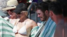 VIDEO: Chris Pratt & Anna Faris disfrutan sus vacaciones -  Chris Pratt y su esposa Anna Faris disfrutaron de la vida en unas vacaciones familiares en Maui. Los dos mostraron sus cuerpos y se divirtieron en el sol.       Thanks for checking us out. Please take a look at the rest of our videos and articles.     To stay in the loop, bookmark our homepage. %url%