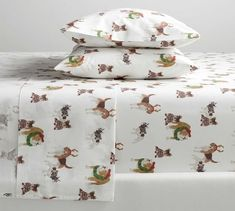 Looking for Christmas bedding? Find a curated selection of Christmas & holiday bedding for the babies, kids rooms and adult Christmas duvet covers & quilts. Organic Cotton Sheets, Cotton Sheet Sets, Happy Paw, Plaid Bedding, Christmas Bedding, Dog Bed, Pottery Barn, Bed Pillows, Pillow Cases