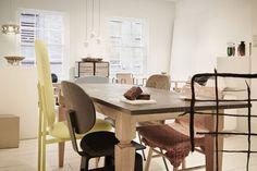 Endereço para tomar chá e ver design. Café-galeria convida a interagir com o mobiliário