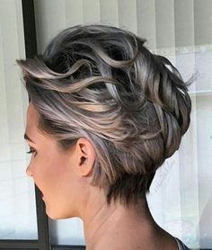 Chic Short Wavy Hairstyles 2016 for Women Over 40