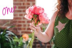 A Practical Wedding DIY Colorful Oversized Bouquet Tutorial (1)