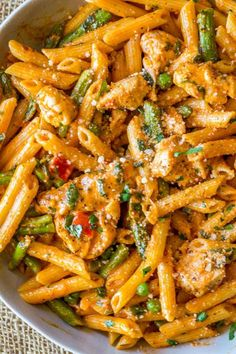 Spicy Chicken Chipotle Pasta from The Cheesecake Factory with asparagus, bell peppers and peas with honey glazed chicken in a spicy chipotle parmesan cream sauce. Spicy Chicken Chipotle Pasta is sort Spicy Recipes, New Recipes, Cooking Recipes, Favorite Recipes, Healthy Recipes, Kraft Recipes, Delicious Pasta Recipes, Italian Food Recipes, Chilis Copycat Recipes