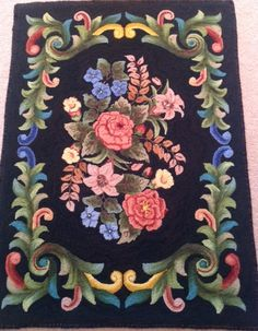 1403: Palace Scroll, Designed by: Jane McGown Flynn, Hooked by: Lorraine O'Conner, Offered by: Honey Bee Hive - rughook.com