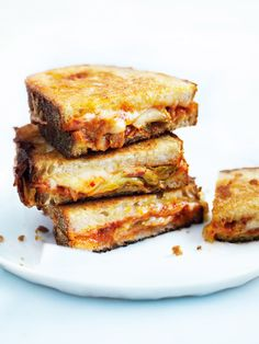 cheese and kimchi toasties ♡ INGREDIENTS ½ cup grated mozzarella ½ cup grated cheddar ½ cup kimchi (see tip) 4 slices sourdough bread softened butter, for sp. Beef Recipes For Dinner, Entree Recipes, Lunch Recipes, Dessert Recipes, Kimchi, Craving Bread, Donna Hay Recipes, Good Food, Yummy Food