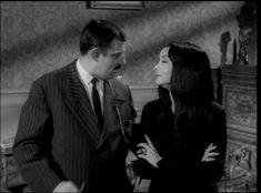 Noli Timore Messorem Addams Family Morticia, 60s Tv Shows, Gomez And Morticia, Carolyn Jones, Romantic Photography, 90s Movies, Off Black, Animation Series, Classic Tv