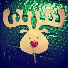 Hupsutteluja: Makeeta joulua, toivottaa Petteri Punakuono. // Have a sweet Christmas, says Rudolph the Rednose Reindeer in this easy craft/card (with lollipop nose).