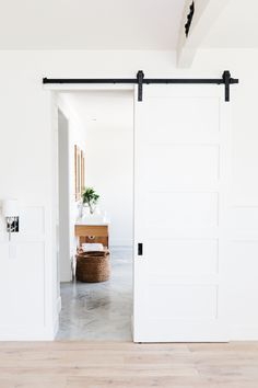You'll Want To Steal ALL the Design Inspiration from this Gorgeous Home Sliding Bedroom Doors, Bedroom Barn Door, Diy Barn Door, Sliding Door For Bathroom, White Bedroom Door, Barn Style Sliding Doors, Sliding Door Design, Bathroom Doors, Barn Door Designs
