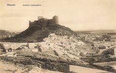 La ciudad de Almería con la alcazaba al fondo.