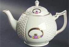 claddagh teapot - love love it.