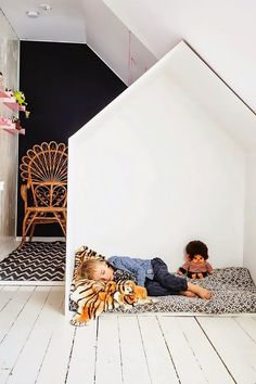 Thefamily home of interior designer Jenny Brandtfeatures the most irresistibly adorable nap nook we've ever seen. Take a page from her masterful execution, and flip a tight space into...