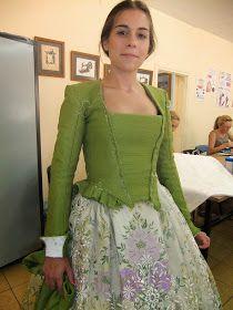 BLOG SOBRE INDUMENTARIA ACTUAL, HISTÓRICA , TODO LO RELACIONADO CON EL TEXTIL,E INTEGRACIÓN SOCIAL. Moda Medieval, Origami Patterns, European Dress, Vintage Gowns, Prom Dresses, Summer Dresses, Folk Costume, Beautiful Blouses, Modern Fabric