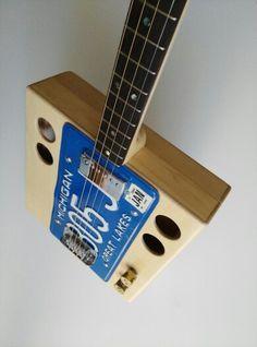 Kuunys license plate guitar