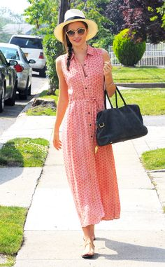 Miranda Kerr goes out looking fabulous and summer chic!