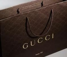 Gucci Luxury Packaging gets a green(er) makeover. Fashion Packaging, Luxury Packaging, Bag Packaging, Jewelry Packaging, Luxury Branding, Packaging Design, Graphisches Design, Sacs Design, Gucci Shopping Bag