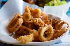 Με αυτή τη συνταγή θα πετύχετε τα τέλεια τηγανητά καλαμαράκια με τραγανή και χρυσαφένια κρούστα!