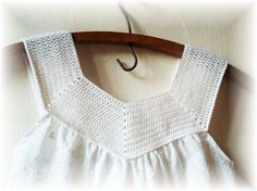 Crochet Blouse I would like to adapt this for kids. or is it already sized for kids? T-shirt Au Crochet, Pull Crochet, Mode Crochet, Crochet Fabric, Crochet Collar, Crochet Shirt, Crochet Girls, Crochet Woman, Crochet For Kids
