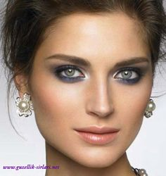 Göz kalemi için seçeceğiniz renk, göz renginize ve kendi zevkinize göre değişir.  Kahverengi gözlerde mavi, yeşil gibi canlı tonları kullanabilirsiniz. Kahve ve siyah da kullanılabilir  Mavi gözlülerde daha çok kahve ve bronz renkler çok daha güzel bir etki yapar ve gözleriniz ön plana çıkar. Yeşil gözlülerde ise daha çok mor, mürdüm tonlar ve siyah tonlar olabilir. Koyu renk göz kalemleri göz renginizi daha çok ortaya çıkartır