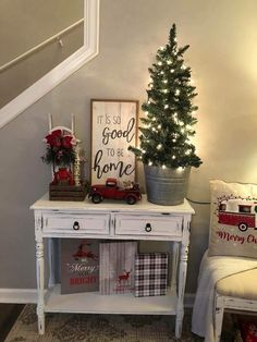 150 Last Minute Christmas Decor Ideas You'll Love To Do For Your Home - Hike n Dip Even if it is the last minute, these quick Christmas decorations are easy to DIY.Here are best Last Minute Christmas Decor ideas that are within your budget Christmas Room, Christmas Holidays, Christmas Crafts, Christmas Living Rooms, Christmas Kitchen, Father Christmas, Christmas Christmas, Christmas Wreaths, Farmhouse Christmas Decor