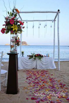 Hermoso gazebo par tu ceremonia ideal para tu boda en playa por Bodas Huatulco